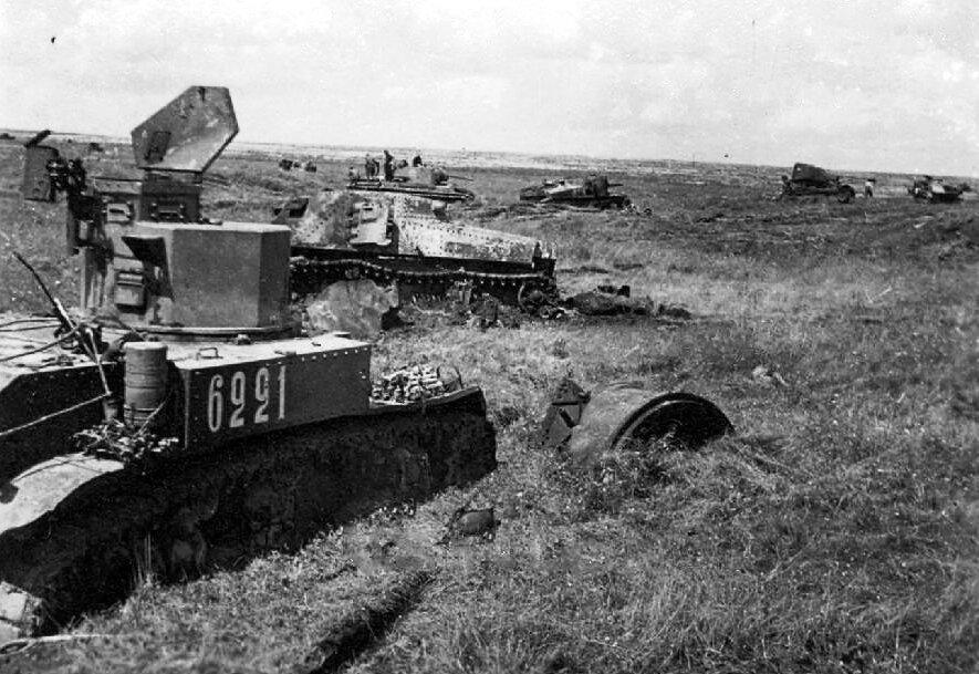 Уничтоженные советские танки М3л, М3с и КВ-1 из состава 23-го тк. 1942 год.