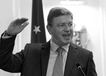 Штефан Фюле: Еду в Киев продолжить телефонный разговор Баррозу с Януковичем