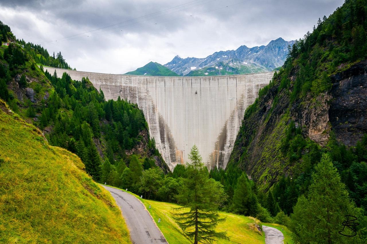 Luzzone Dam