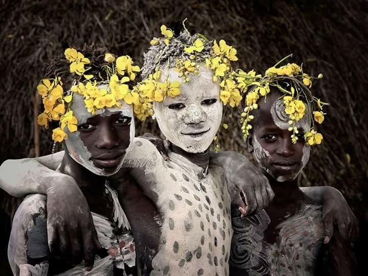 Фотографии самых необычных народов Земли 0 11b4e2 e3db8ae4 XL