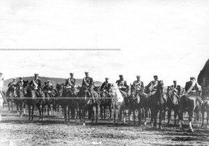 Группа великих князей и высшего офицерского состава на параде .
