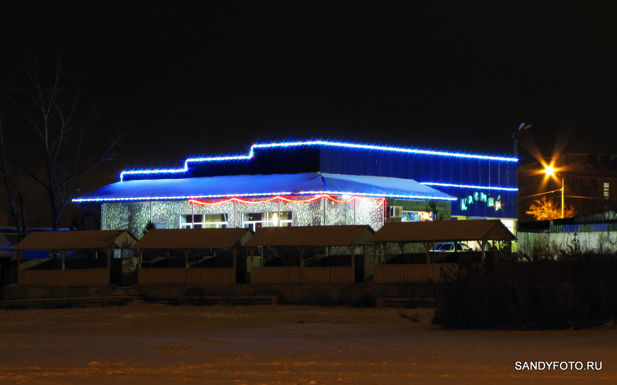 Ночной Троицк и гирлянды на новом мосту