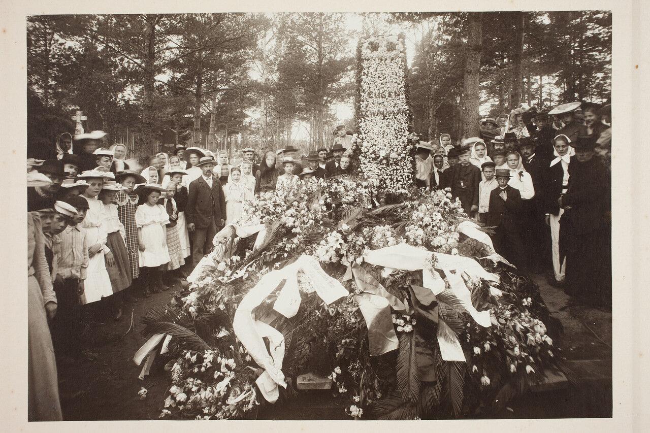 Венки на могиле Эйгена Шаумана. 1906
