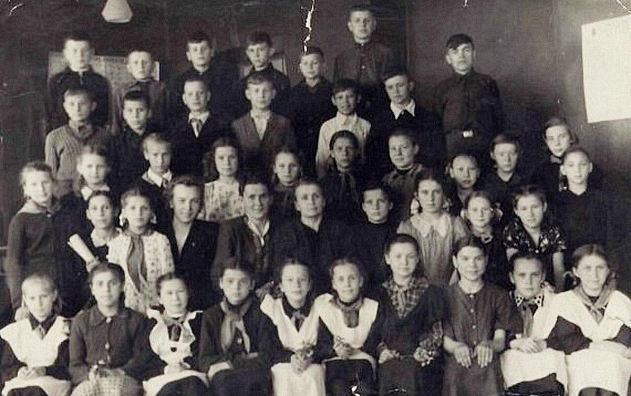 1951. 18 мая. 5 А. Горенская Средняя Школа №1. Балашиха