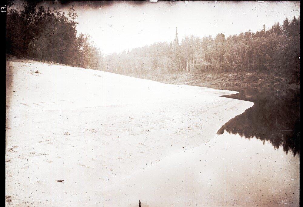 Песок в среднем течении реки