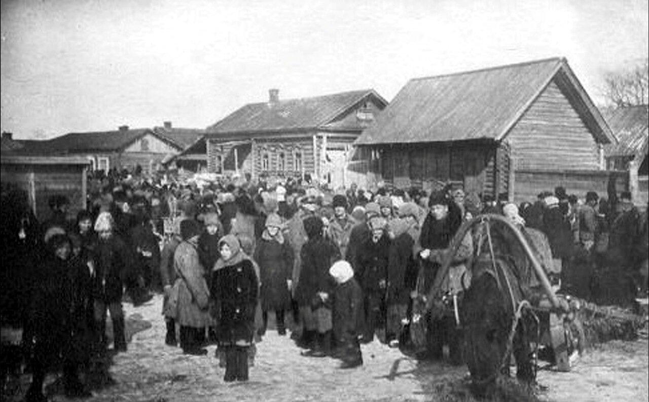 Базар на привокзальной площади. 20-е годы