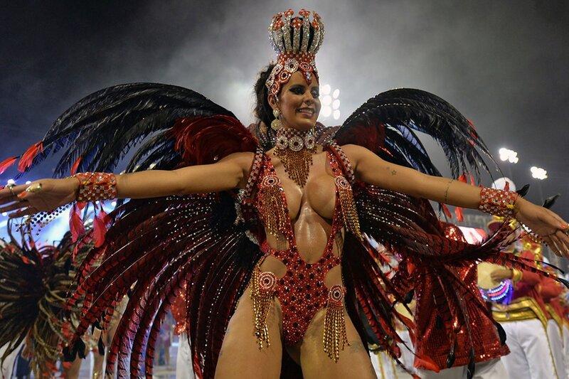 Бразильский карнавал самбы