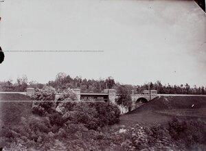 Вид на железнодорожный мост вблизи лагеря.