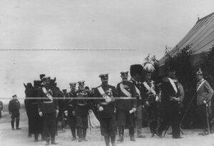 Император Николай II  в группе великих князей и генералов на параде.
