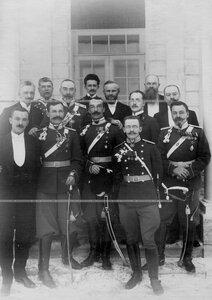 Группа бывших и настоящих офицеров полка  с командиром генерал-майором графом М.Н.Граббе.