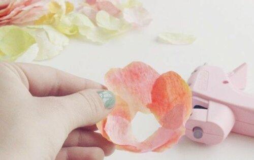 Фантазийные лютики из гофрированной бумаги