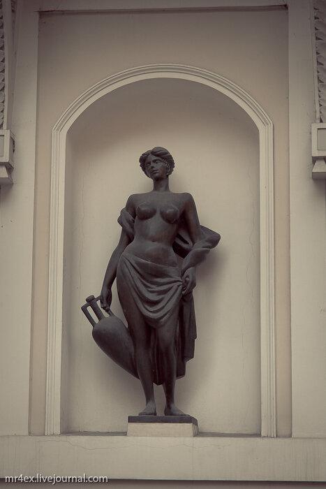 Сиськи, тайна сисек, архитектура, скульптуры