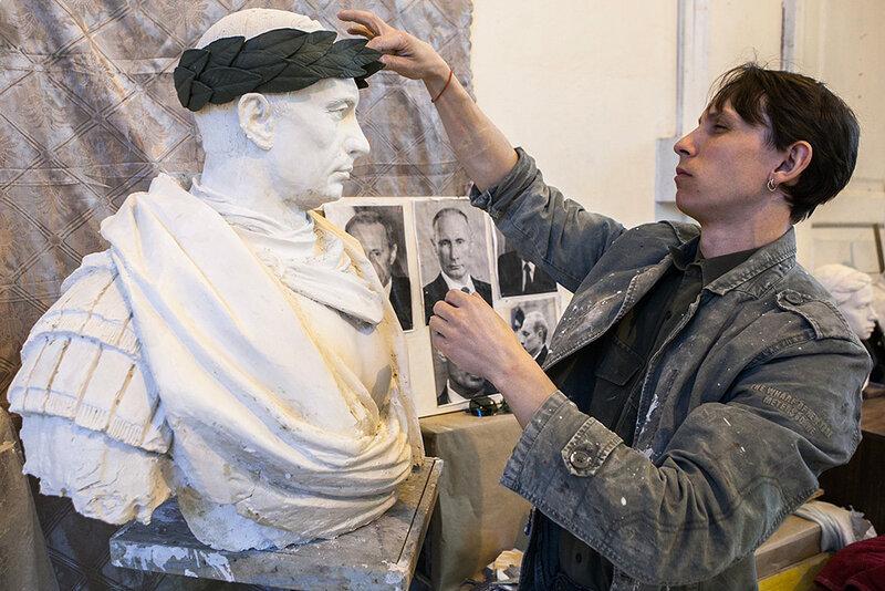 Бюст президента РФ В.Путина в образе римского императора планируют установить в Санкт-Петербурге к 9 маяа