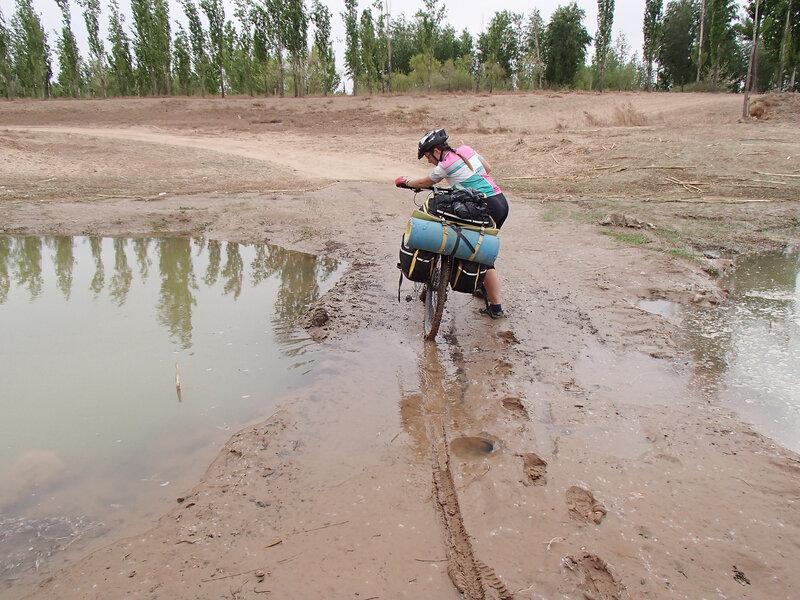 оросительный канал хуанхэ во внутренней монголии, китай