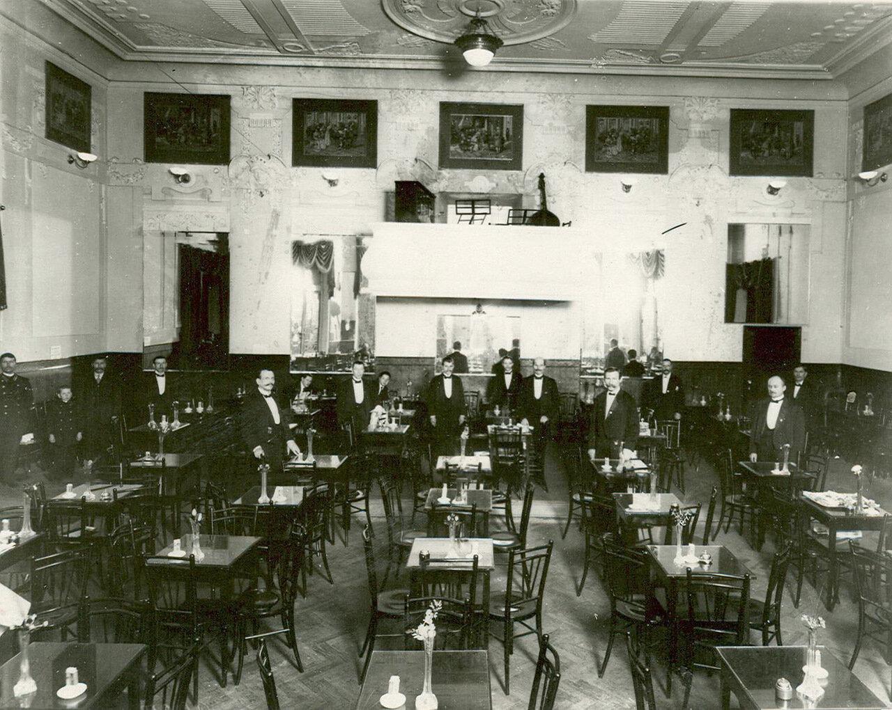 Внутренний вид кафе «Концерт» на Невском проспекте.
