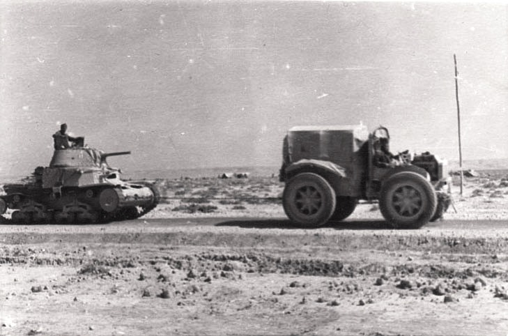 Трактор Pavesi mod.30-A буксирует Carro Armato М13/40.
