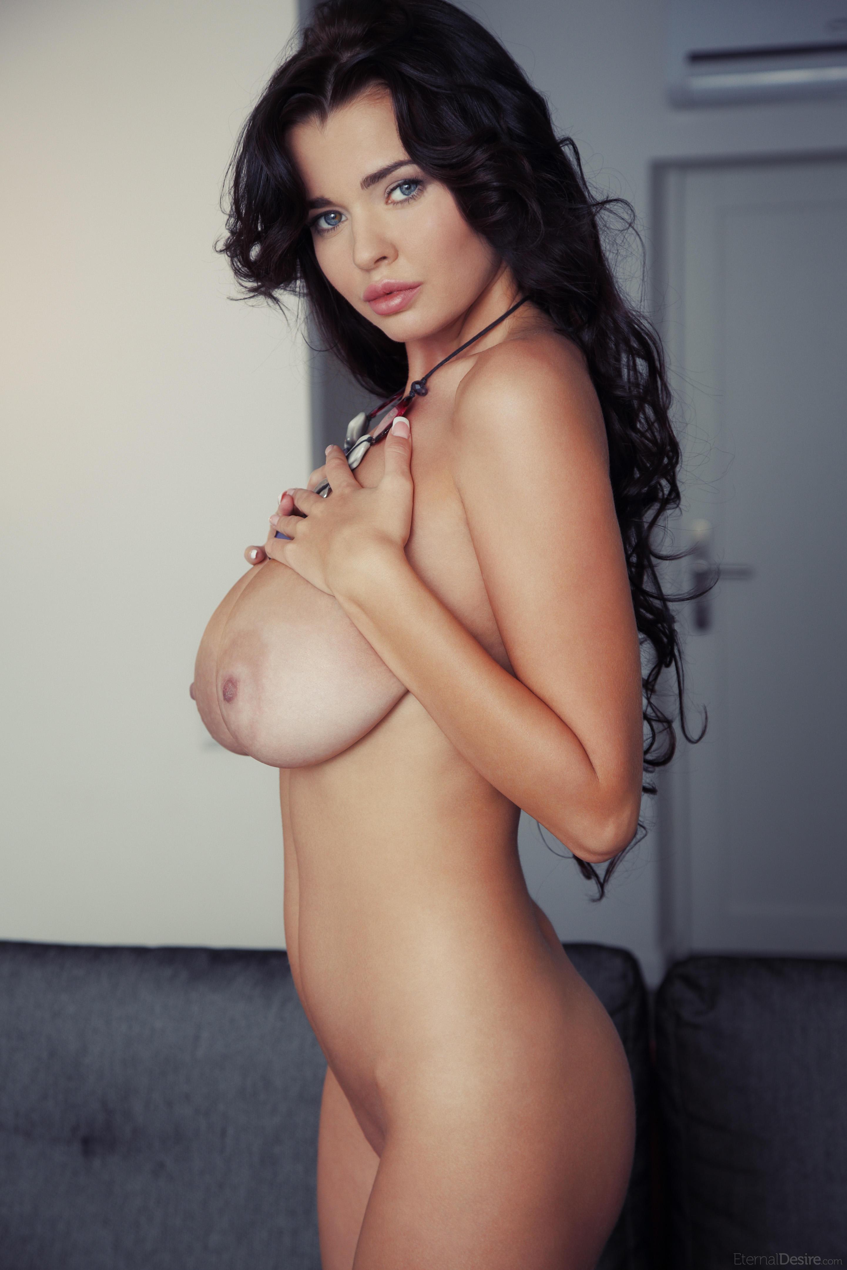 Самая огромная голая грудь 6 фотография