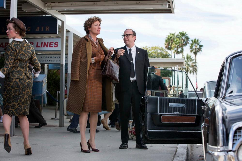 """SAVING MR. BANKS""P.L. Travers (Emma Thompson) and Ralph (Paul Giamatti), in Disney's ""Saving Mr. Banks"".Ph: François Duhamel©Disney Enterprises, Inc.  All Rights Reserved."
