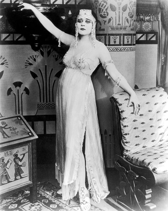 1917: American actor Theda Bara (1890 - 1955) poses in costume as Cleopatra in a promotional portrait for director J Gordon Edwards's film 'Cleopatra'.