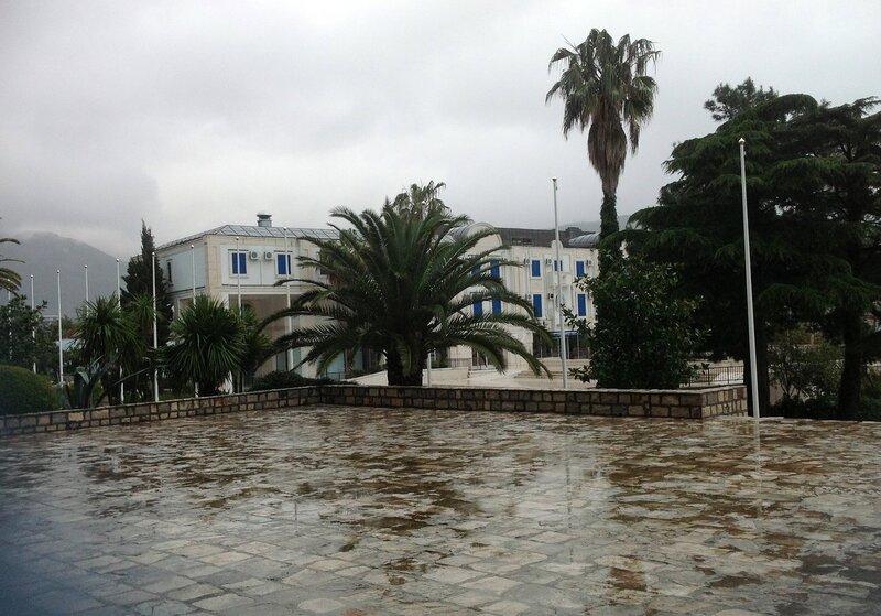 Будва весной в дождь