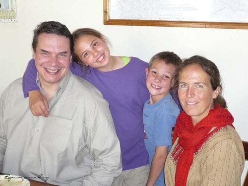 Грег Мортенсон с семьей