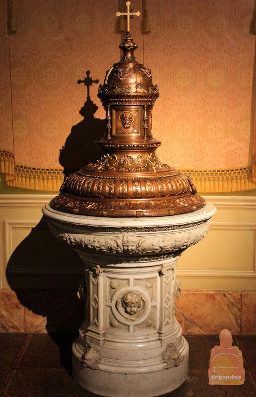 Гулять по базилике и разглядывать детали можно очень долго
