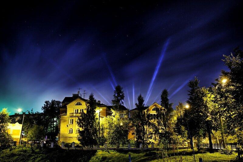Августовский космос неба, лучи и кусочек ночного города IMG_7748_hdr