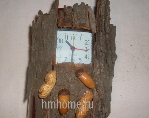Часы-пенёк из природных материалов