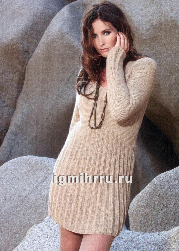 Женственное бежевое платье с плиссировкой. Вязание спицами