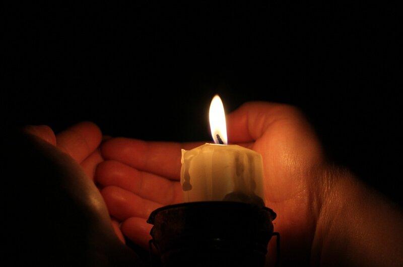 свеча горит очень ярким поаменем что это имени София