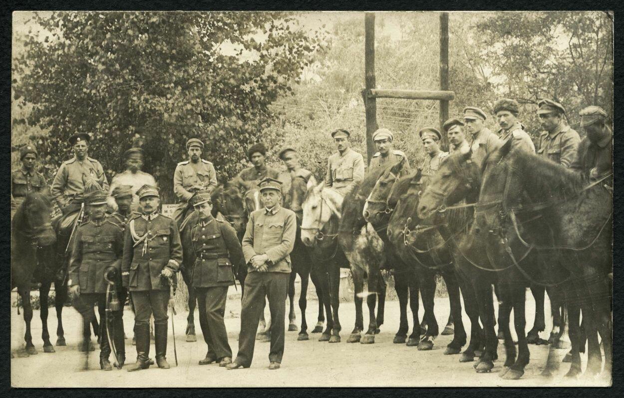 Булак-Балахович с польскими офицерами
