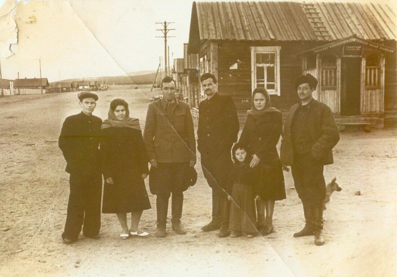 1955-1956. Работники сельпо