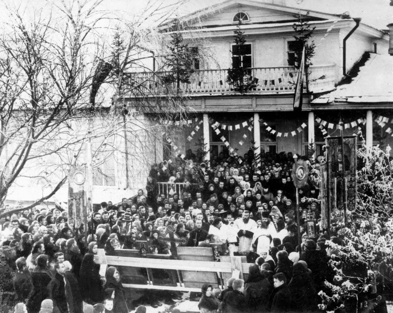 Церемония открытия ижевской женской прогимназии. 1907