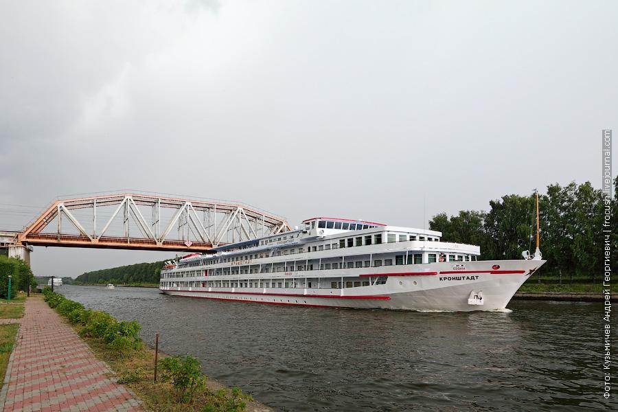 7 июля 2013 года Теплоход «Кронштадт» в Хлебниково. Сейчас начнется сильный ливень