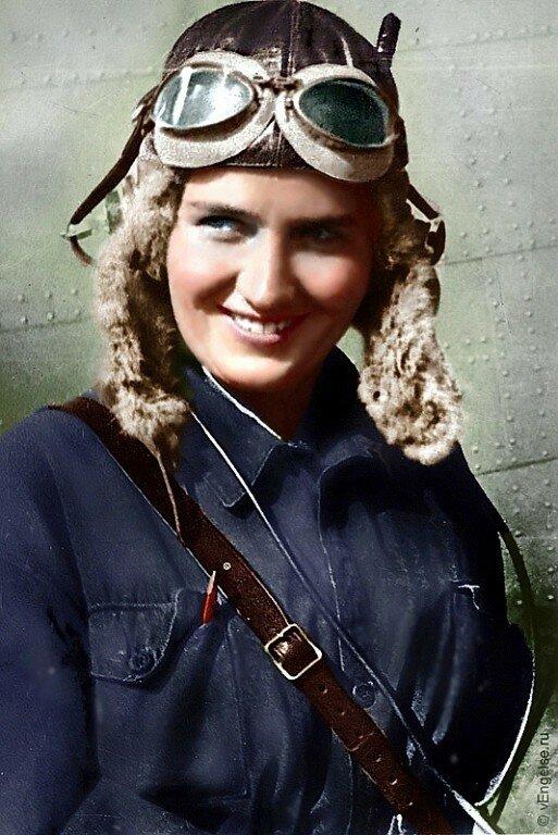 Командир 587-го бомбардировочного авиаполкаРаскова Марина Михайловна, Герой Советского Союза, майор..jpg
