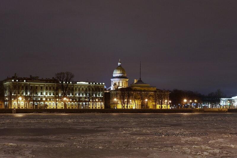 Адмиралтейство, Западный павильон (1806-1823гг) с противоположного берега Невы, Санкт-Петербург