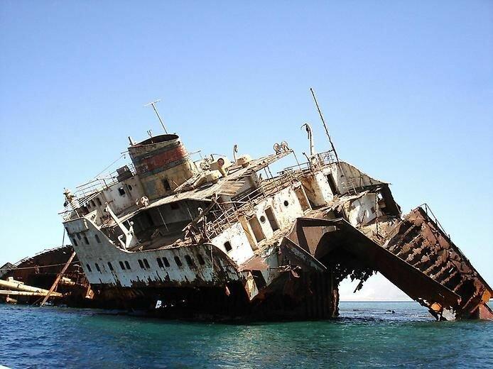 потонувшие заброшенные суда
