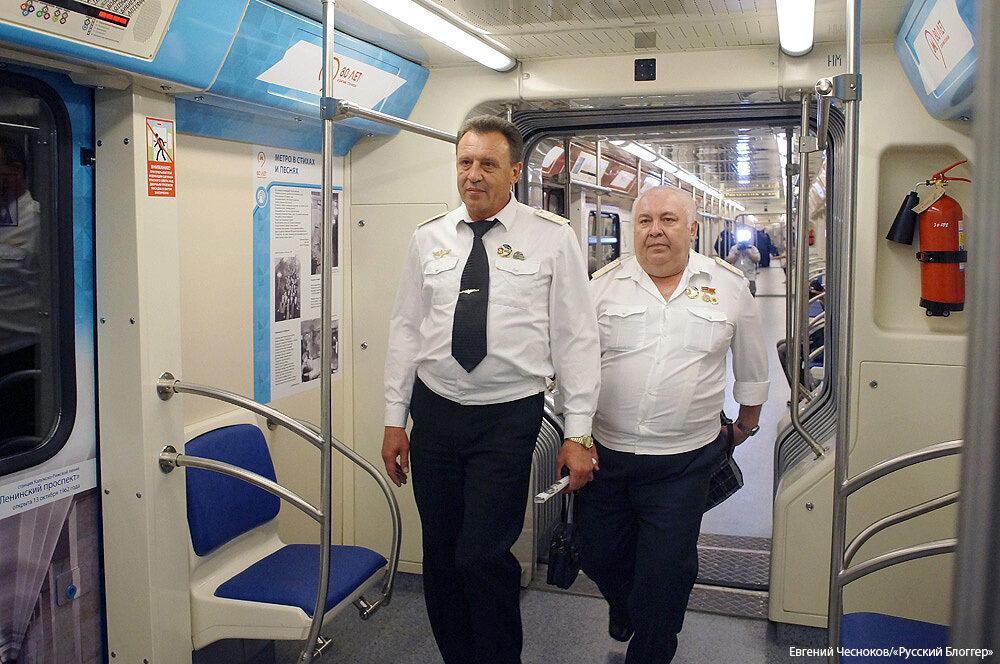 Весна. Поезд 80 лет метро. 13.05.15.30..jpg