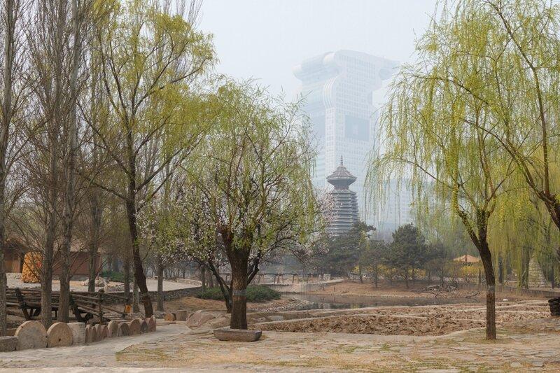 Вид на Барабанную башню и небоскреб-факел, Парк национальностей, Пекин