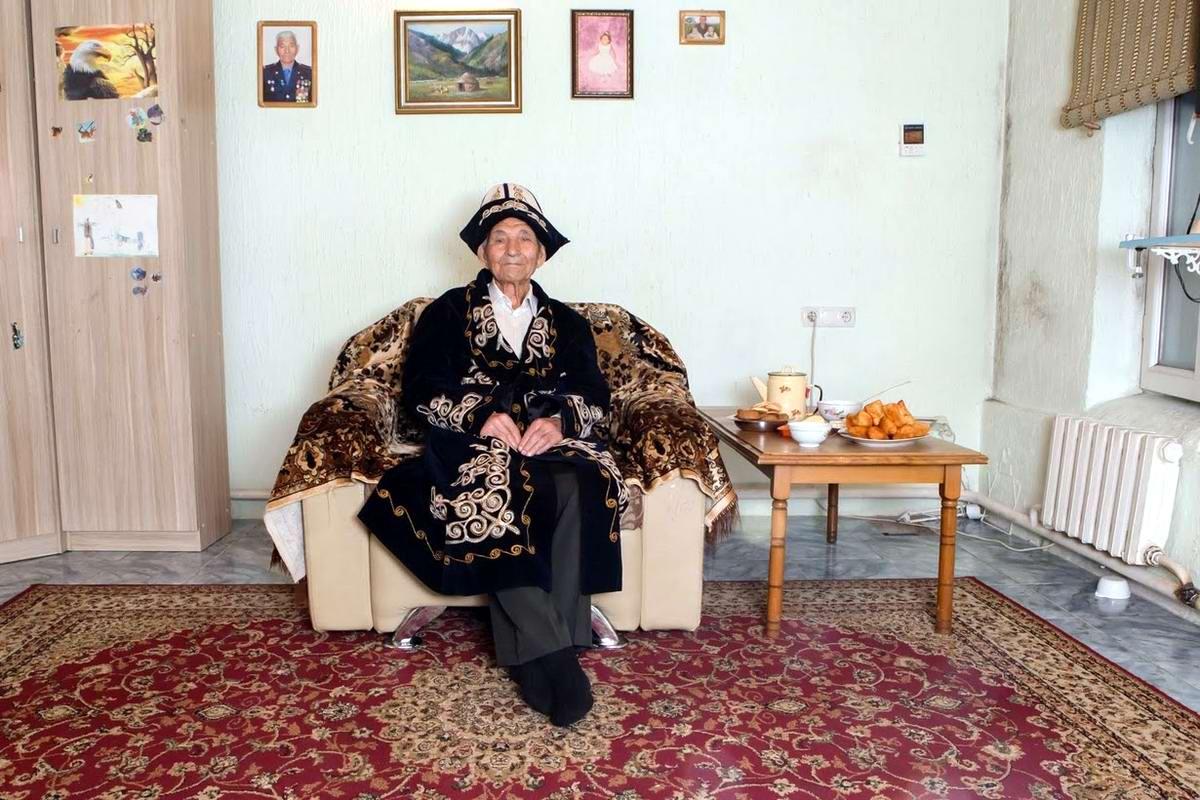Куставлет Тазыбаев служил в пехоте с ноября 1943 по октябрь 1950 года. Войну закончил в дальневосточном городе Порт-Артур