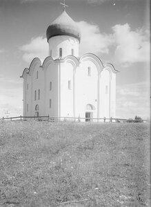 Церковь Спаса на Нередице. Общий вид с северо-запада