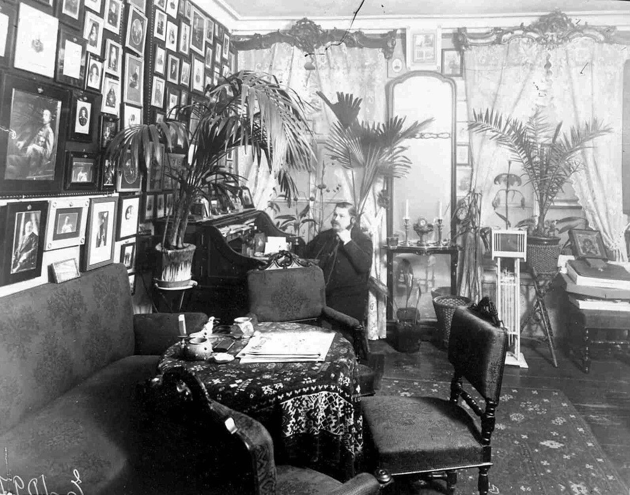 Князь М.М.Андроников в своем кабинете
