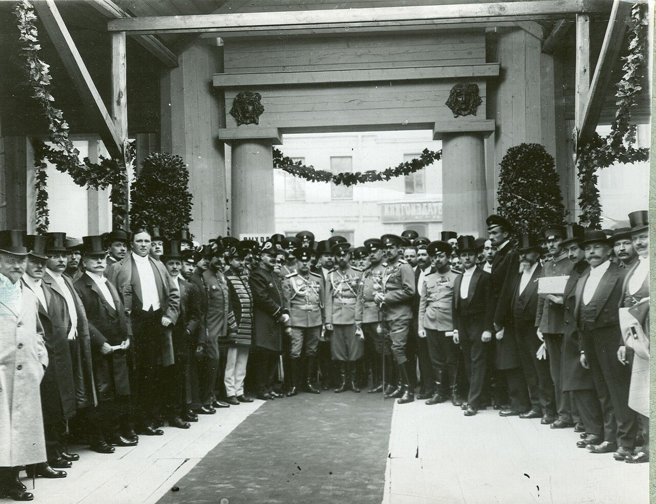 15. Группа участников открытия выставки
