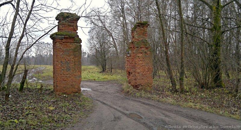 Усадьба Гребнево. Ворота хозяйственного двора.