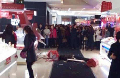 самоубийство в торговом центре