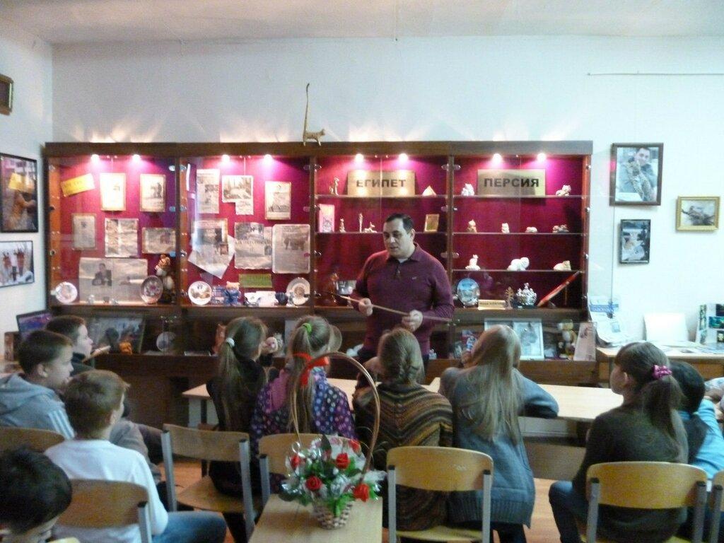 В музее устраивают занятия для школьников, которые ведет сам Карен Даллакян. (16.01.2014)