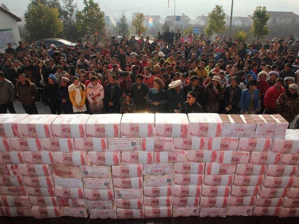 стена из денег в китае