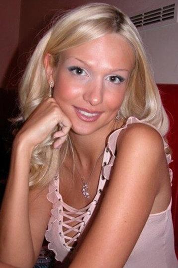 «Мисс Россия — 2003» провела глобальную работу над своей внешностью. Сейчас она выглядит совсем инач