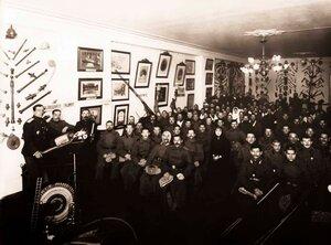 Выздоравливающие раненые солдаты слушают лекцию в зале Императорского Российского Пожарного Общества.1915 г.