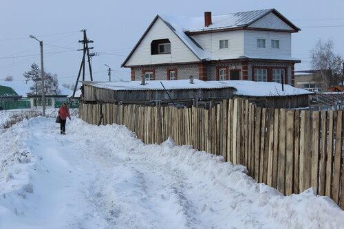 дамбы вдоль заборов в Куйбышеве